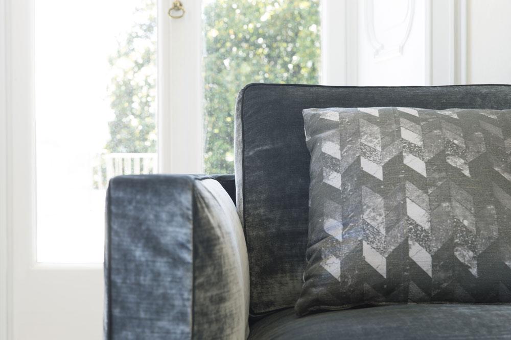 Canape en velours Danton avec profil en gros-grain