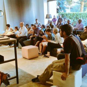 Roberto Bonzio présente Italiani di frontiera dans le showroom BertO