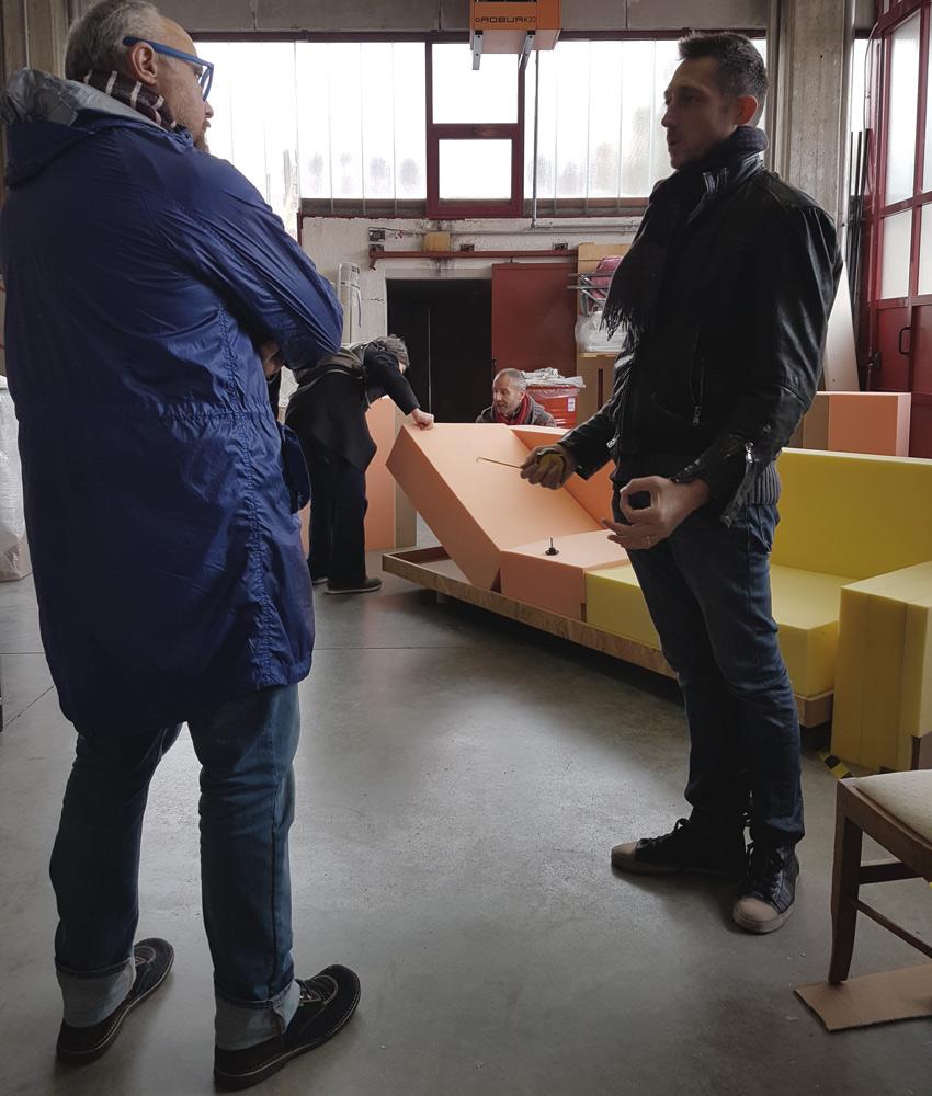 Giulio Iacchetti e Filippo Berto con il divano MEDA