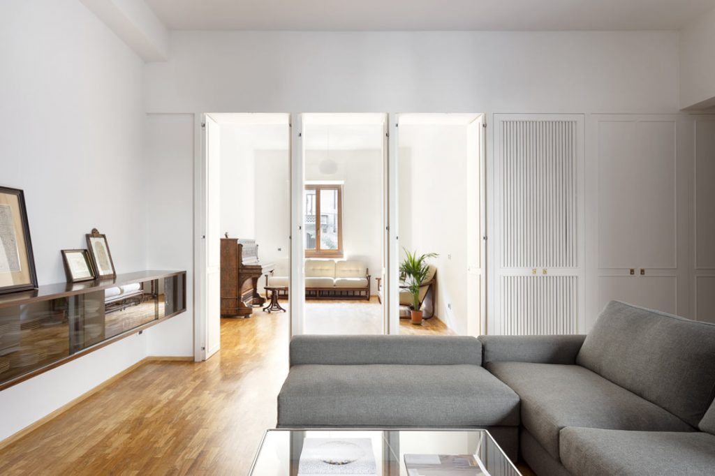 Meubler une maison années 70: une excellente collaboration avec le studio d'architecture casatibuonsante