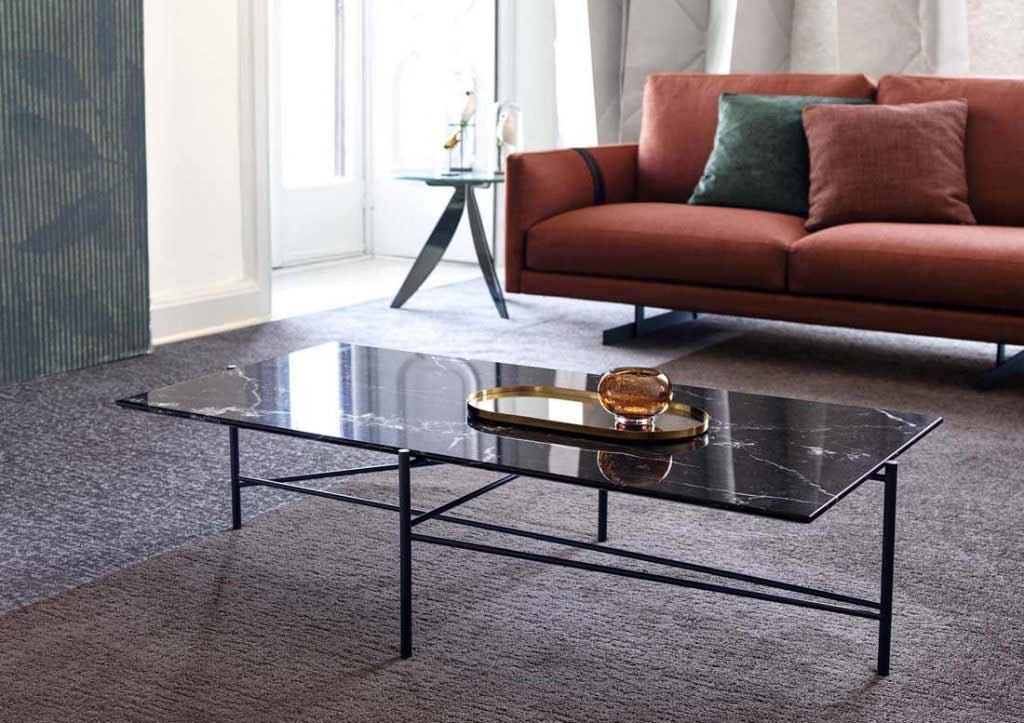 compléments d'ameublement BertO: petite table Riff avec plateau en marbre marquinia.