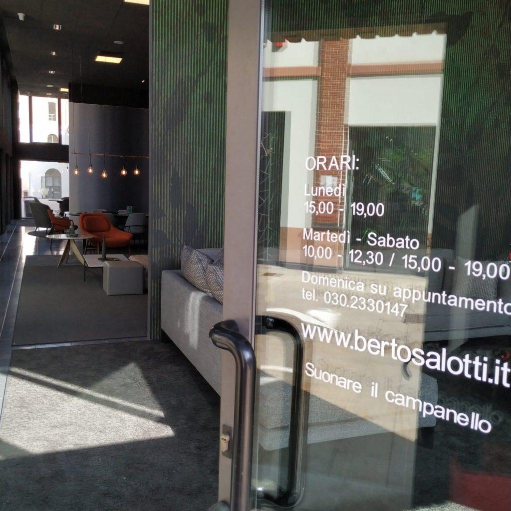 Brescia - entrée showroom BertO Salotti