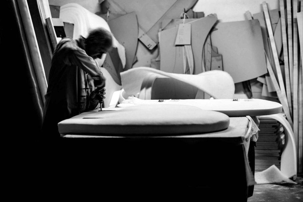 Flavio Cairoli maitre tapissier BertO - photo en noir et blanc