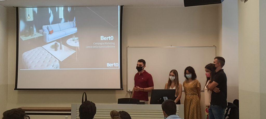 Hackathon BertO: le workshop organisé par le professeur Covassi pour ses étudiants du Master en Strategic Digital Marketing