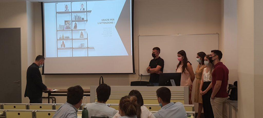 Les étudiants de l'Università Cattolica del Sacro Cuore de Milan présentent une campagne marketing pour le lancement de la nouvelle collection BertO
